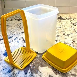 Tupperware Pick A Deli Pickle Keeper, Yellow Pickle Holder